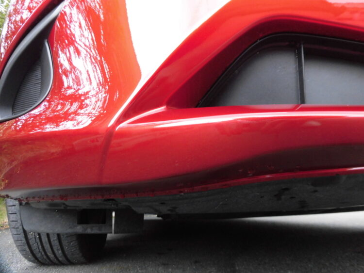 デミオ(フロントバンパー)キズの修理料金比較と写真 初年度H31年、型式DJLFS