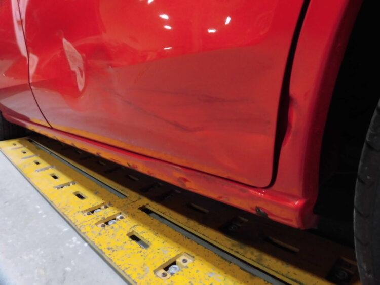 プレマシー(スライドドア・ステップ・フェンダー)ヘコミの修理料金比較と写真 初年度H20年、型式CREW