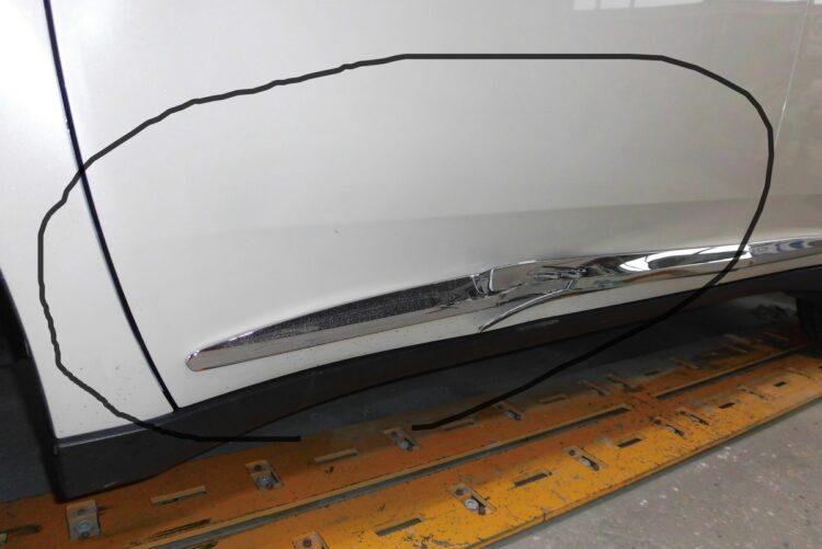 ハリアー 60系 GRAND(ドア・フェンダー・ロッカパネル)ヘコミの修理料金比較と写真 初年度H28年、型式ZSU60