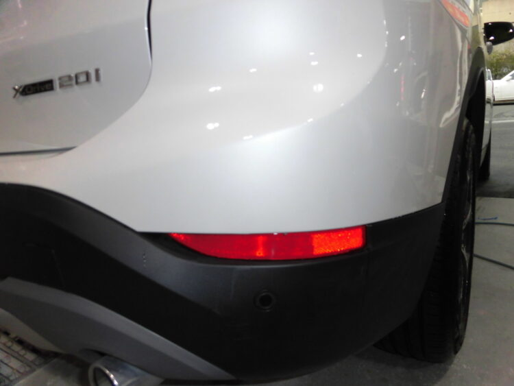 BMW X1 xDrive20i(リヤバンパー)キズ・ヘコミの修理料金比較と写真 初年度H30年、型式HS20