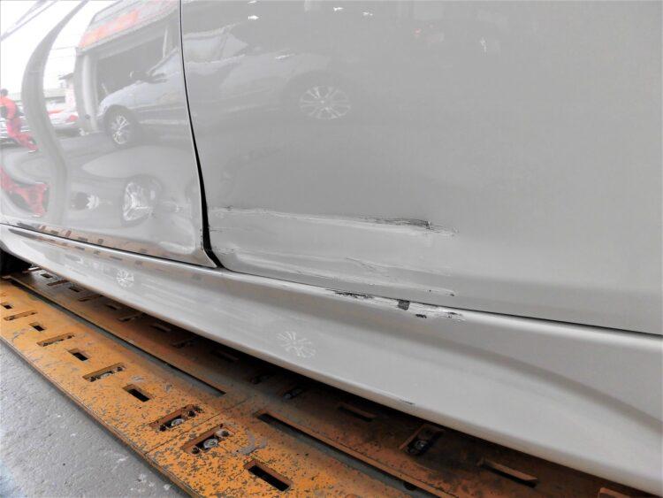 BMW 320i M Sport(前後ドア・ステップ)ヘコミ・キズの修理料金比較と写真 初年度H29年、型式8A20