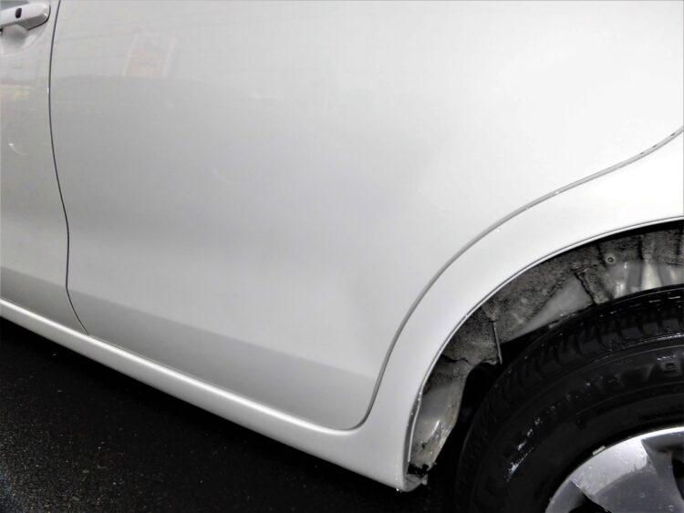 パッソ(ドア・ロッカアウタ・クォーターパネル)ヘコミ・キズの修理料金比較と写真 初年度H25年、型式KGC30
