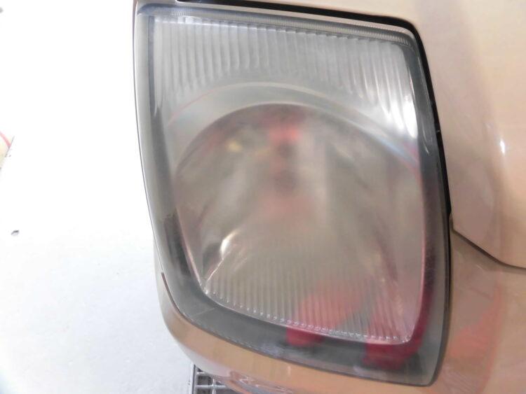 ヘッドライトのくすみ・黄ばみクリーニングとアクリルコーティング