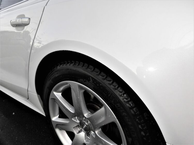 アウディA7 Sportsback 2.0(リヤクォーターパネル)ヘコミ・キズの修理料金比較と写真 初年度H28年、型式4GCYPC