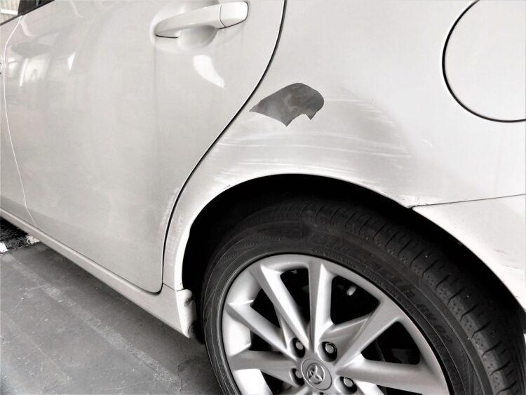 プリウスα(ドア・クォーター・バンパー)ヘコミ・キズの修理料金比較と写真 初年度H24年、型式ZVW41