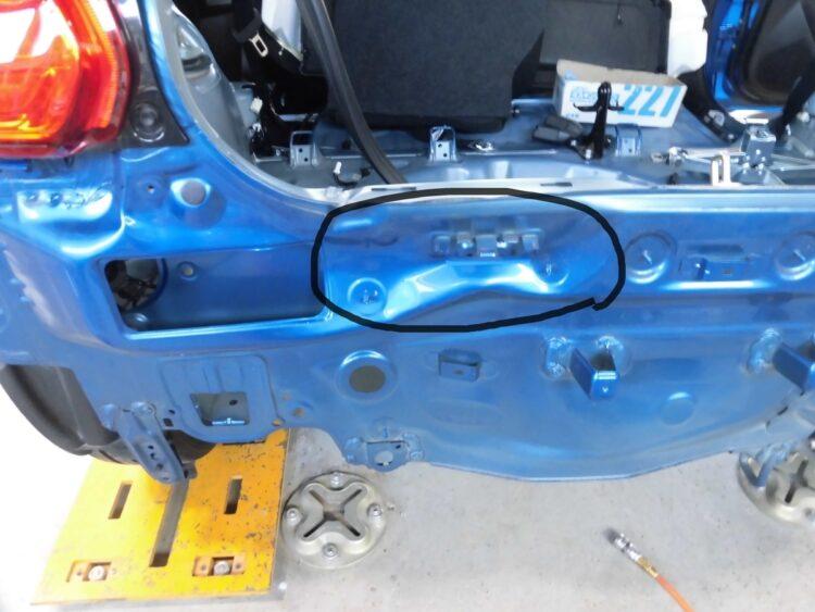 スイフト ハイブリッド(バックドア・リアバンパー・バックパネル)ヘコミの修理料金比較と写真 初年度R1、型式ZC53S
